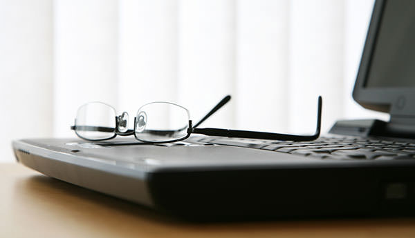 3-Glasses-On-Laptop-Keyboard-42919375